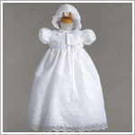 Z: Crayon Kids White S/S Gown & Bonnet Set w/ Embroidery