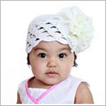 Z: White Scallop Crochet Hat w/ White Peony