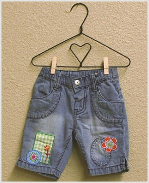 X: Me Too Denim Capri Pants with Flower Patches