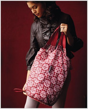Z: Petunia Pickle Bottom Faraway Fold-Out Tote - Travel Through Tivoli