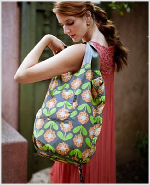 Z: Petunia Pickle Bottom Faraway Fold-Out Tote - Santiago Sunset